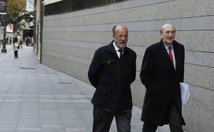Piden aplazar el juicio de la 'comfort letter' contra León de la Riva por enfermedad de su abogado