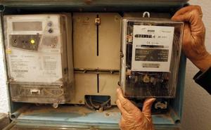 Condenan a una eléctrica a devolver 5.500 euros a un cliente acusado de manipular un contador