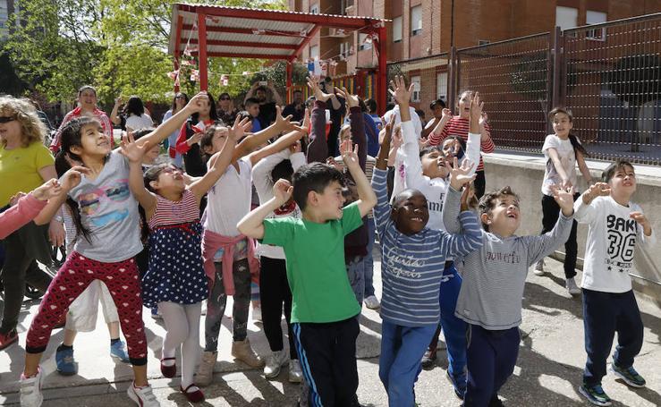 El colegio Pan y Guindas de Palencia celebra su particular 'pedrea'
