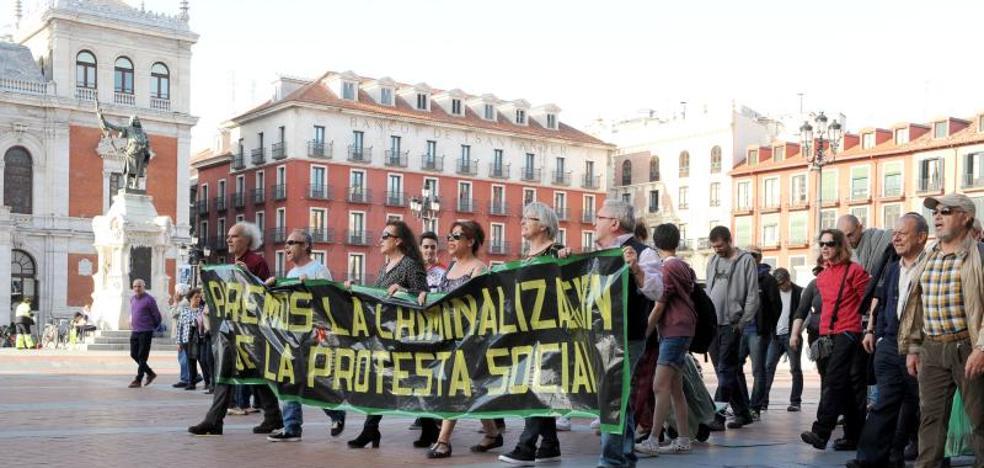 El juez aprecia «abuso de poder» en la orden que inició la carga policial de 2014 en Valladolid