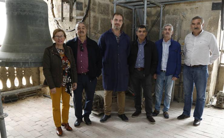Repique de campanas en la catedral de Palencia