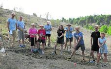 Los arqueólogos de Peña del Moro reclaman ayuda económica a la UE