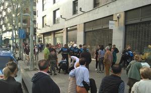 Un conflicto familar acaba con una pelea entre varias personas en plena avenida de Mirat