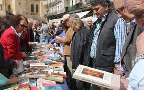 Cervantes, María Zambrano y Machado llenan de letras las calles de Segovia