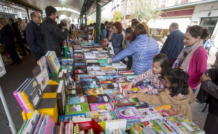 Día del Libro en la Plaza España de Valladolid