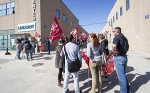 Los sindicatos CCOO y UGT pactan con la dirección de Lindorff la extinción de 314 contratos