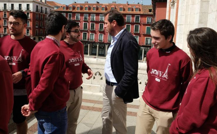 Óscar Puente recibe a la Joven Orquesta Sinfónica de Valladolid