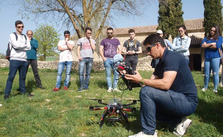 Alumnos y profesores del IES La Merced de Valladolid participan en un proyecto de fotogrametría en la ermita del Villar en Gallegos de Hornija