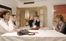 Alba Carrillo, Antonia Dell'Atte, Óscar Martínez y Fortu, en 'Ven a cenar conmigo'