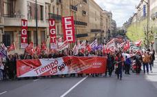 Más de 3.000 personas toman la calle por el 1º de Mayo en Salamanca