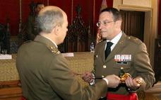 Los artilleros reconocen al general Sanz y Calabria haber puesto la Academia «en vanguardia»