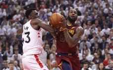 Otra exhibición de James y los Cavaliers ya tienen ventaja de 2-0 ante los Raptors