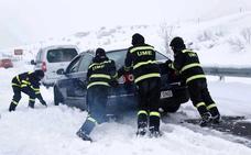 Fomento multa a Iberpistas con 1.200 euros por el caos de la nieve en la AP-6
