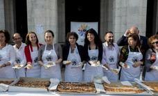 Los confiteros de Valladolid reparten 2.000 raciones de la Corona de San Pedro Regalado