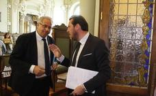 El secretario municipal asegura que el alcalde puede intervenir en los plenos «cuando quiera»