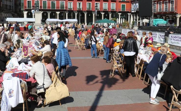 Encuentro de Bolillos en la Plaza Mayor de Valladolid
