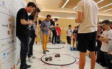 Los robots se desafían bajo la mirada del homínido de Atapuerca, y ganan premio