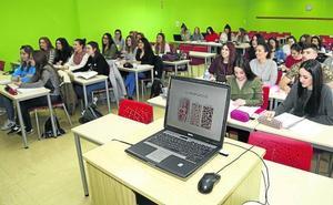 La Escuela de Enfermería de Palencia intensificará las becas en el extranjero y la investigación