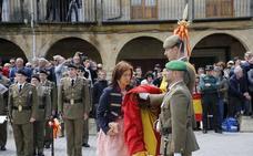 Aguilar reafirma su compromiso de lealtad a la bandera de España