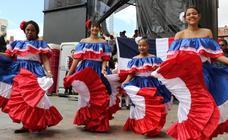 Danzas Interculturales en la plaza mayor de Valladolid