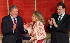 Mariano Rajoy entrega las cruces de Alfonso X el Sabio en el Alcázar de Segovia