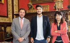 El alcalde de Valladolid recibe al Míster España 2018