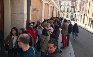 Cientos de vallisoletanos hacen cola para el 'casting' de la serie 'Magi' que se rodará en Valladolid
