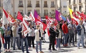 Un centenar de palentinos protesta por la «pequeña» mejora de las pensiones