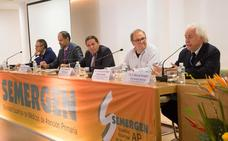 El consejero de Sanidad califica de «muy buena» la dotación de médicos de familia en Castilla y León
