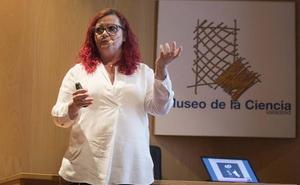Clara Grima: «A diferencia de la política actual, las matemáticas ni nos desagradan ni falsifican nada»