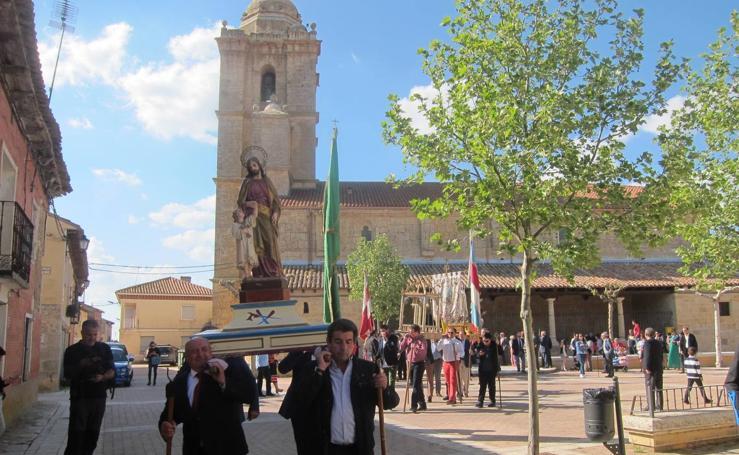 Rogativa ante la Virgen del Rosario en Castromonte