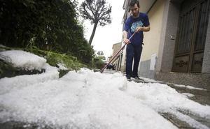 Una fuerte tormenta provoca inundaciones en calles y viviendas