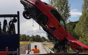 Un coche cae al río Cega en un aparatoso accidente
