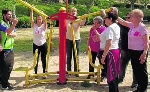 Más de 70 personas hacen ejercicio en los Parques Biosaludables