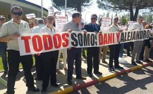 Los funcionarios de la cárcel de Topas protestan por la carga policial en la prisión de Morón