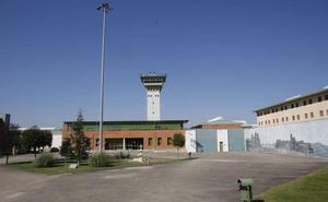 Cuatro funcionarios de la cárcel de Dueñas, con contusiones por incidentes en la última semana