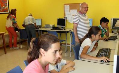 El Centro de Día de Cuéllar acoge los juegos intergeneracionales