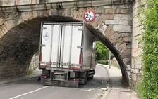 Un camión en el puente