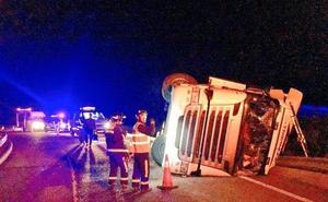 Un camionero de 43 años, herido tras un accidente en la A-62 en Pollos (Valladolid)