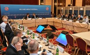 UEFA pone 100 millones de margen por club para completar cada mercado