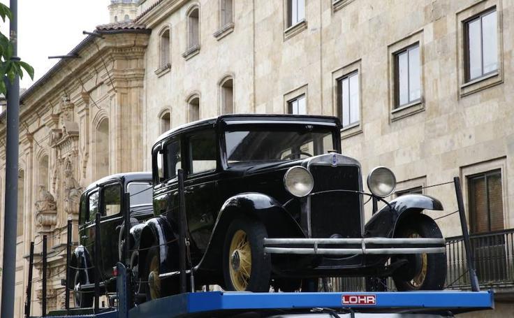 Coches de época llegan a Salamanca para el rodaje de la película de Amenábar