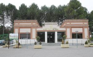 Tres usuarios de San Juan de Dios de Palencia entregan 5.000 euros que se encontraron en la calle