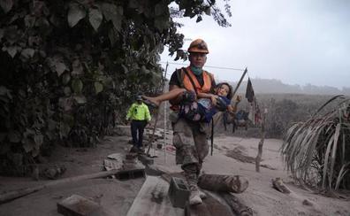 La muerte de un niño eleva a 70 las víctimas por la erupción del volcán en Guatemala