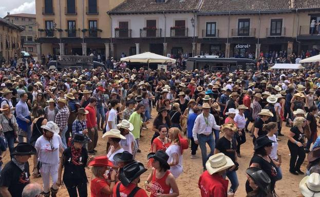 <h3  class='enlacePalabraNoticia' onclick='opcionBuscarActualidad('Riaza','')'>Riaza</h3> prevé acoger 10.000 personas en el Huercasa Country Festival