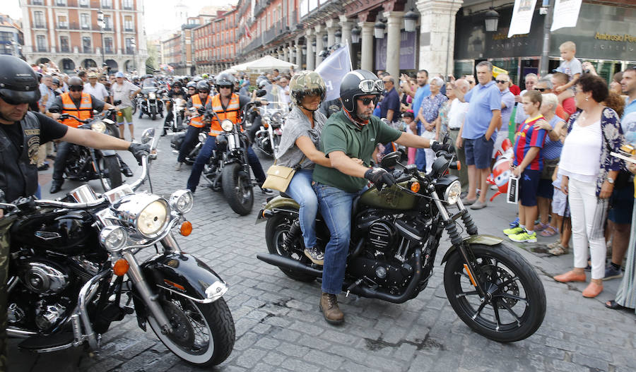 Concentración motera de harley en la Plaza Mayor