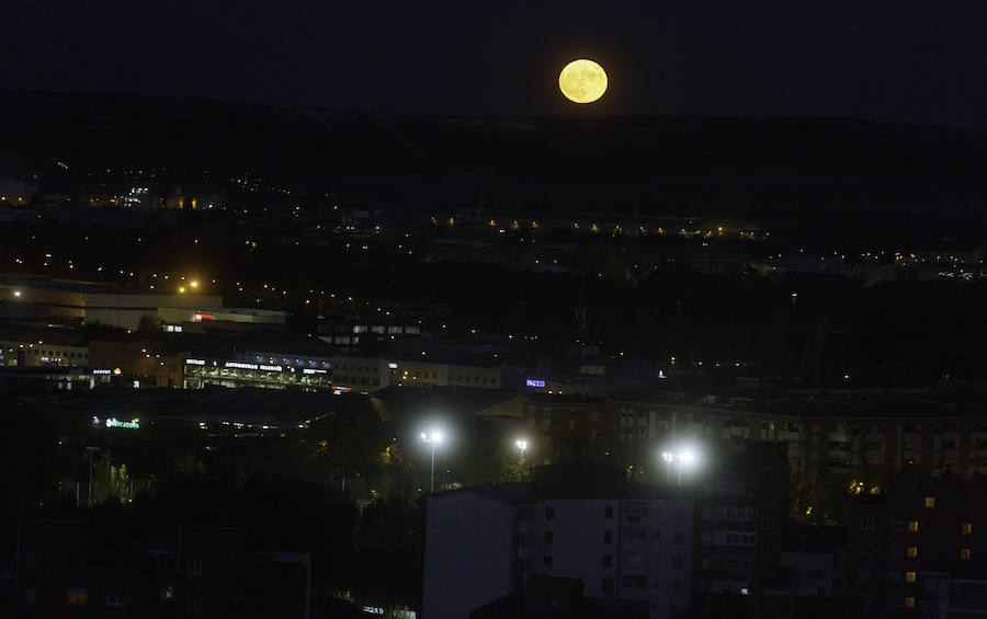 Así se ha visto la 'Superluna' en Valladolid