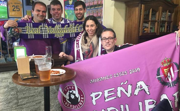 La afición del Real Valladolid apoya al equipo en Alcorcón