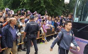 Más control pero mismo ambiente en el recibimiento de la afición al Real Valladolid