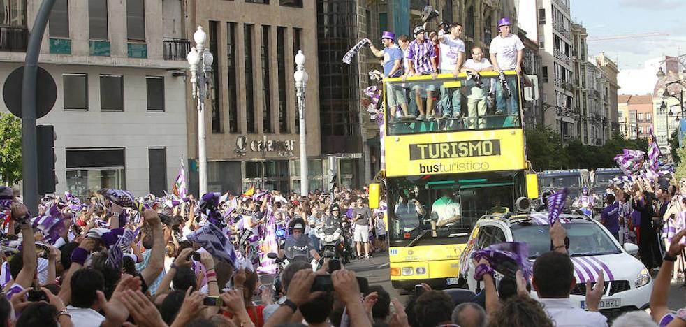 Valladolid prepara un posible ascenso con autobús, barco y celebración en la Acera de Recoletos