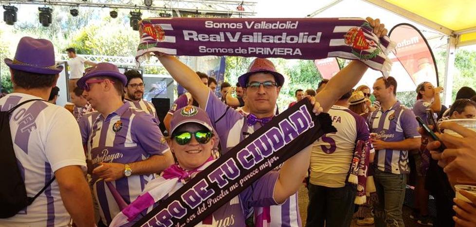 La hinchada del Real Valladolid espera a sus héroes